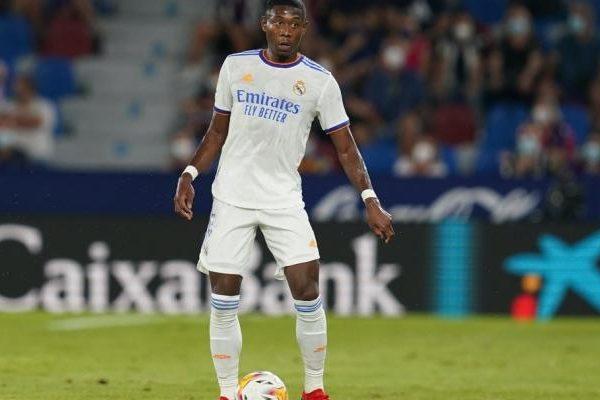 تحديد مدة غياب مدافع ريال مدريد ألابا بسبب الإصابة